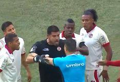 Universitario vs. UTC EN VIVO: Erick Delgado se volvió 'loco' y agarró al árbitro en medio del reclamo | VIDEO